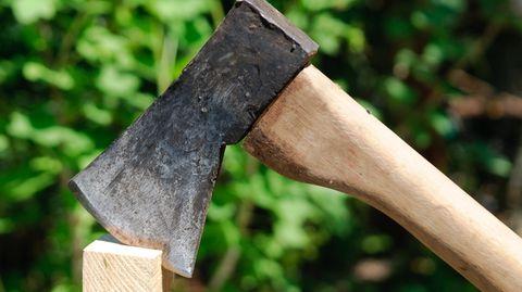 Der Mann mit Axt und Messer bewaffnete Mann wollte nach eigenen Angaben einen Sitzungssaal zertrümmern