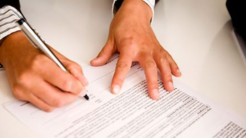 Immer seltener dürfen neue Mitarbeiter einen unbefristeten Arbeitsvertrag unterschreiben
