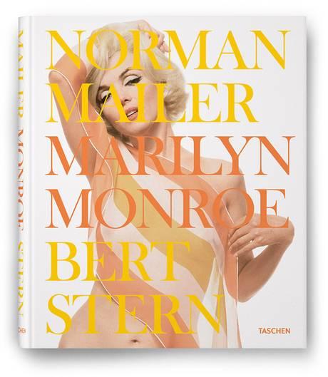 """Im Juli 1962 erwartete der damals 32-jährige Modefotograf Bert Stern die Filmgöttin Marilyn Monroe im Hotel Bel-Air in Los Angeles Marilyn Monroe zum Fotoshooting. Es wurde die erste von drei Sessions für die """"Vogue"""" - und dauerte zwölf Stunden. Stern hatte Champagner kalt gestellt, was zur entspannten Atmosphäre beitrug.  Wenige Wochen später war Marilyn Monroe tot. Das dreitätige Shooting ging als """"the last sitting"""" (die letzte Sitzung) in die Geschichte ein - und machte den Fotografen weltberühmt.   Die Aufnahmen stammen aus dem Bildband """"Marilyn Monroe"""", der im Taschen-Verlag erschienen ist. Er umfasst 276 Seiten und kostet 49,99 Euro. Neben den Fotos von Stern enthält der Band einen ausführlichen Text von Schriftsteller Norman Mailer."""