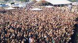 """1999 waren es schon 20.000 Besucher. Der Ticketpeis lag bei umgerechnet knapp 30 Euro, dafür gab es 82 Bands zu sehen - unter anderem """"Amon Amarth"""", """"Saxon"""", """"In Extremo"""" und """"Dimmu Borgir""""."""