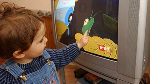 Flackernde Bilder ziehen magisch an, doch der Fernseher ersetzt keine reale Beziehung