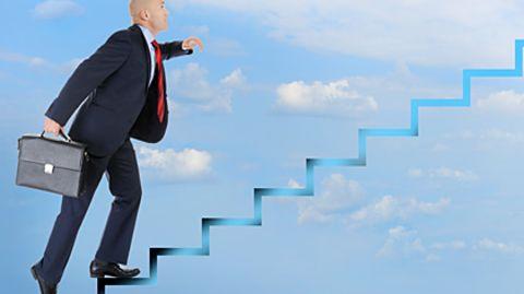 Die Karriereleiter rauf: Wie schnell es geht, hängt von der Branche ab
