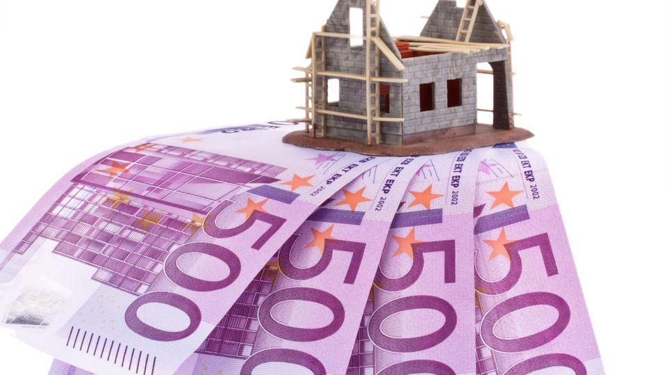 Der Traum vom Eigenheim: Sind die Widerrufsbelehrungen fehlerhaft, können Kunden aus ihrem Kreditvertrag - und zu günstigeren Konditionen Geld für den Hauskauf bekommen.