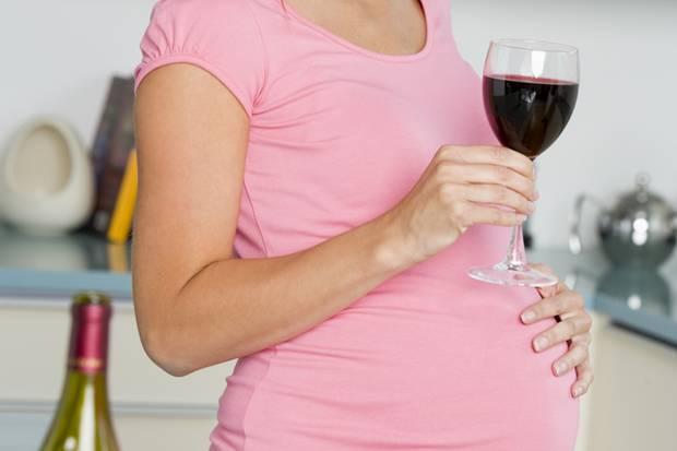 Ein Glas Wein ist in der Schwangerschaft schon zu viel.