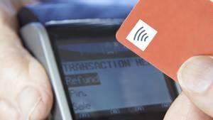 Visa-Kreditkarten mit NFC-Chip haben britischen Forschern zufolge eine Sicherheitslücke.
