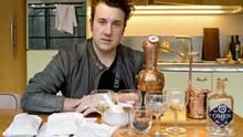 Lucas Krauße mit seinem Omen-Gin