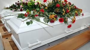 In der chinesischen Stadt Anqing sollen Bestattungen im Sarg ab 1. Juni verboten sein. Grund dafür ist die Knappheit von Agrar- und Bauland.