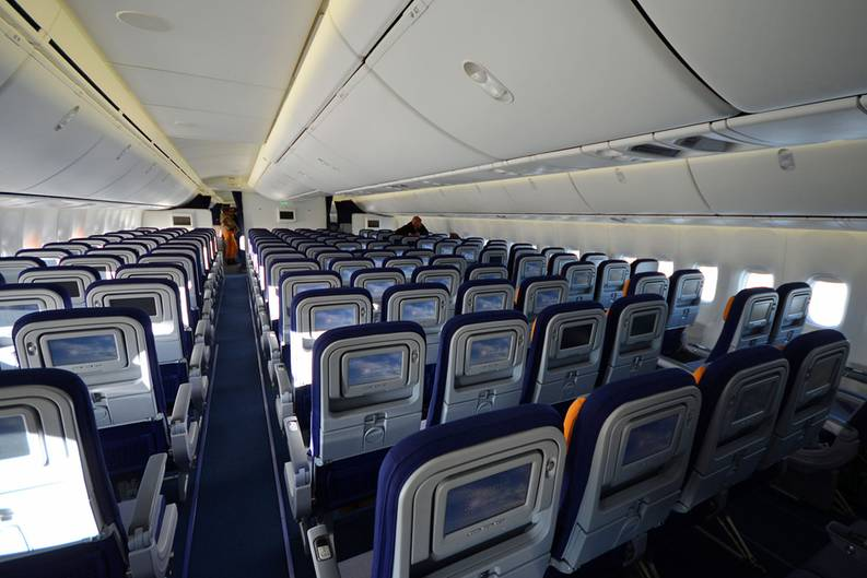 boeing 747 innen innen stock photos innen stock images alamy economy class boeing 747 die. Black Bedroom Furniture Sets. Home Design Ideas