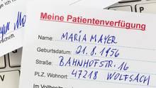 Wer eine Patientenverfügung aufsetzt, sollte sich vorher mit dem Thema auseinandergesetzt haben.