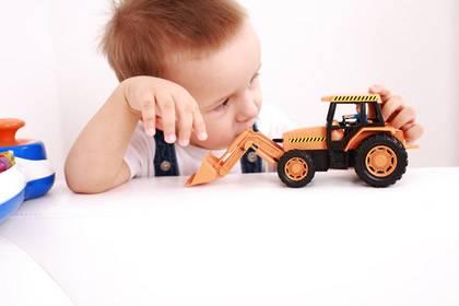 Die Tester raten beim Kauf von Spielzeug auf den Geruch zu achten und sich lieber für unlackiertes Holzspielzeug zu entscheiden