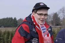 Rolf Battram auf dem Weg zu einem Spiel vom FC Bayern München, zu dem Philipp Lahm ihn persönlich eingeladen hatte.