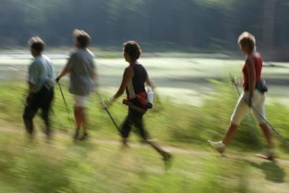 Die Patienten sollten jeden Tag zwei- bis dreimal 20 Minuten intensivere Aktivität ausüben, wobei 20 Prozent der Zeit für Kraftübungen verwendet werden sollte