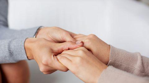 Empathie unter Fremden: Wer weniger Stress hat, ist mitfühlender