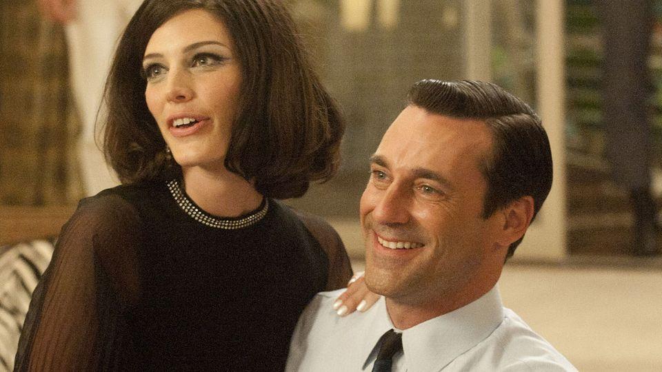 Zu Beginn der fünften Staffel sind sie ein glückliches Paar: Megan (Jessica Pare) und ihr Eheman Don Draper (Jon Hamm)