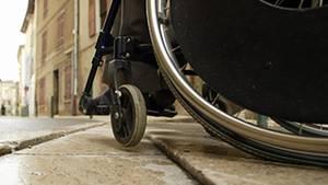 Mit der neuen Technik könnten vollständig Gelähmte zum Beispiel den Rollstuhl selbst steuern