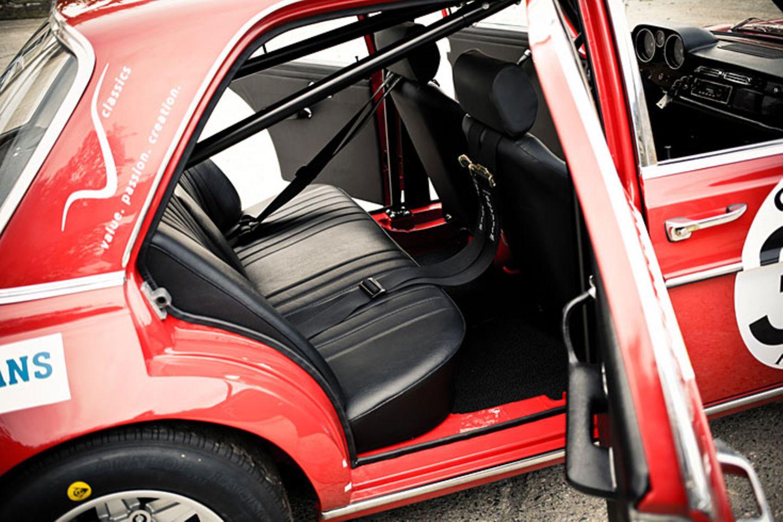 Wie im Original blieb die Rücksitzbank aus dem Basisfahrzeug 300SEL 6.3 an ihrem Platz.