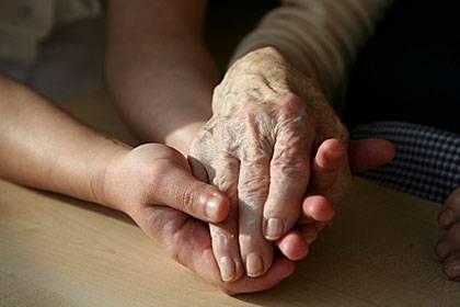 Falsche Erinnerungen können Familien zerstören. Mitunter braucht es Zeit, bis sich die Beteiligten wieder die Hände reichen können