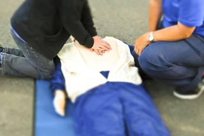 Bei einem Herzinfarkt ist schnelle Hilfe wichtig, denn jede Minute zählt