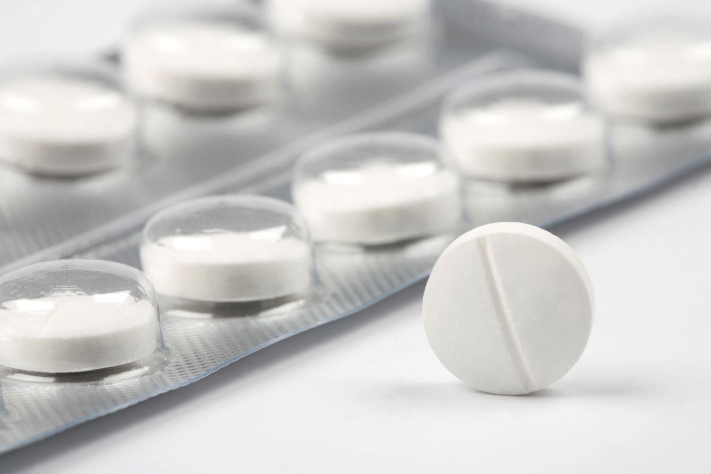 Gegen Hexenschuss helfen Paracetamol nicht besser als Placebo-Tabletten.
