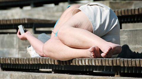 Stress wegkuscheln: Männer mögen üppige Frauen.