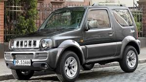 Der Suzuki Jimny ist zwar nicht unbedingt ein Hingucker, dafür aber ein zuverlässiges Arbeitstier. Besonders bei Jägern und Förstern erfreut sich der kantige Japaner großer Beliebtheit. Auf den untersuchten Webseiten fanden die Experten von AutoUncle 328 Inserate des Suzuki Jimny zu einem Durchschnittspreis von 7.990 Euro, bei im Mittel ca. 70.000 Kilometer Laufleistung. In der Cabrio-Version gibt es den Jimny etwa bei mobile.de auch schon für 5.490 Euro bei rund 80.000 abgerissenen Kilometern.
