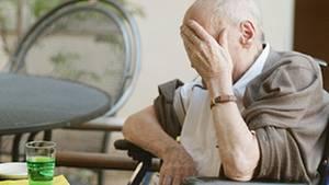 Wen schon normale Tätigkeiten im Alltag erschöpfen, könnte an Herzschwäche leiden und sollte dringend zum Arzt gehenz, sollte schnell ein Arzt aufgesucht werden