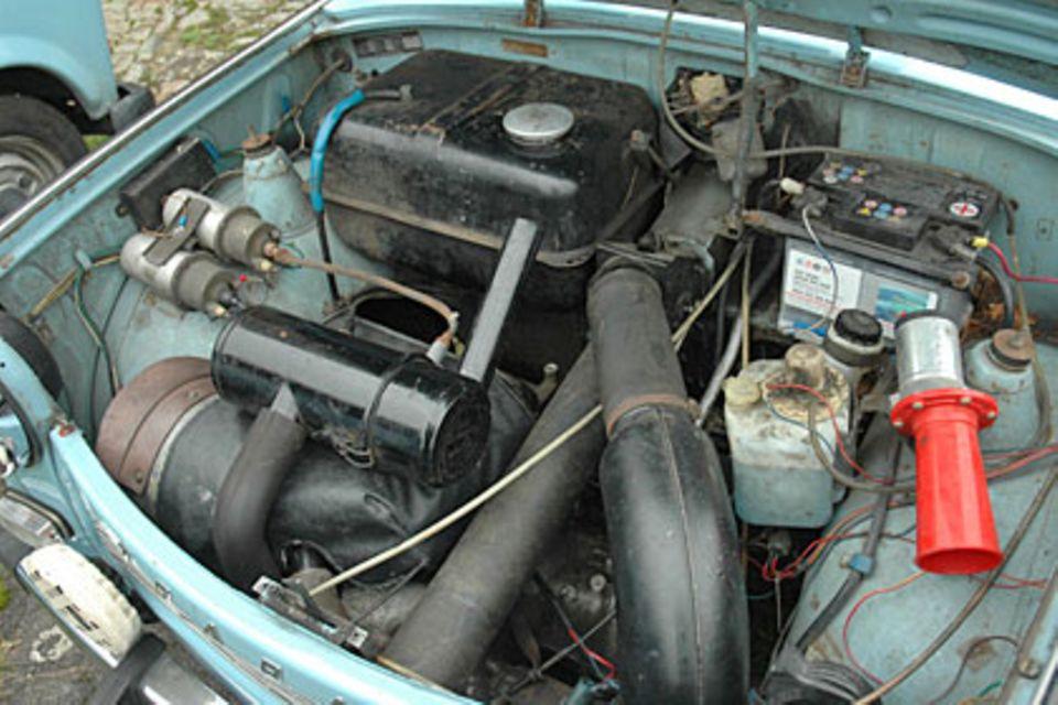 Der Wagen ist klein, der Motor noch kleiner