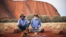 In der Mitte des Kontinents: Lagerfeuer am Uluru.