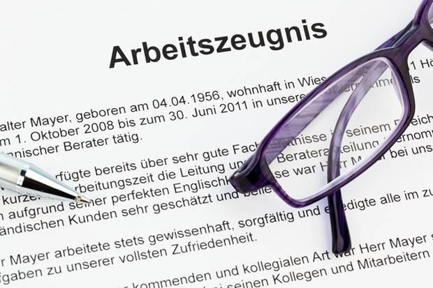 Arbeitszeugnis: Was hinter den Formulierungen wirklich steckt | STERN.de