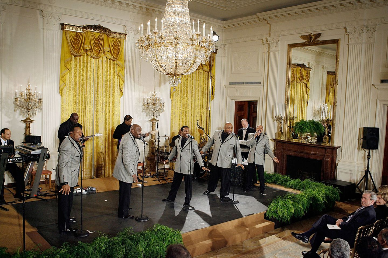 1972 endete dann die Ära von Detroits berühmtesten Plattenlabel: Motown siedelte nach Los Angeles über, um von dort ins Filmgeschäft einzusteigen. Die großen Zeiten waren aber vorbei. Mitte der 1980er ging es der Firma so schlecht, dass Gordy Motown für 61 Millionen US-Dollar an MCA/Universal verkaufte.  Da waren die Motown-Künstler aus der Anfangszeit schon längst zum amerikanischen Kulturgut aufgestiegen. 2008 gaben die Temptations ein Konzert in Anwesenheit des damaligen US-Präsidenten George W. Bush und seiner Frau Laura.