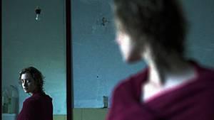 Der Blick in den Spiegel wird zum Zwang: Was Betroffene dort sehen, halten sie für eine Katastrophe
