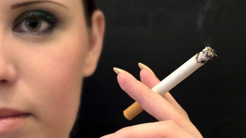 Lungenkrebs ist bei Frauen ein großes Problem, Schuld ist das Rauchen.