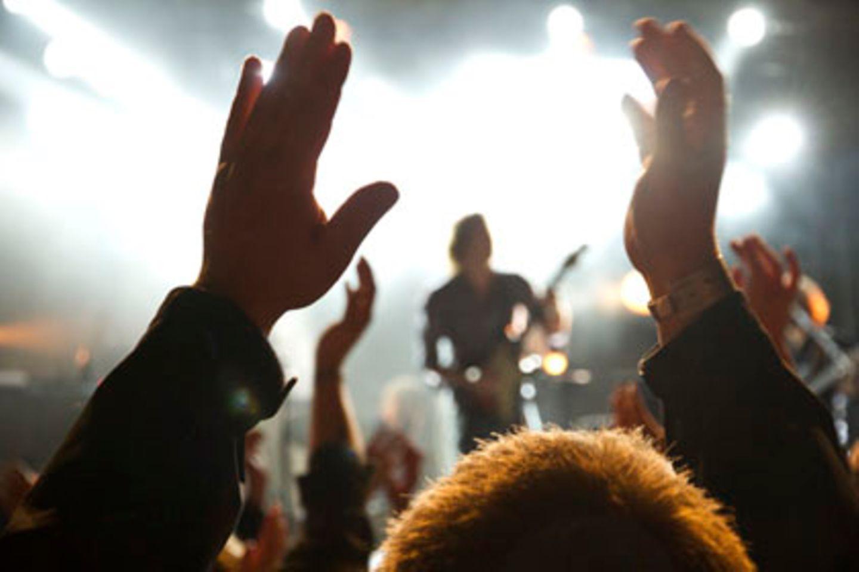 In der Live Music Hall in Köln-Ehrenfeld sind Teile der Decke auf das Publikum heruntergefallen. Elf Menschen wurden verletzt.