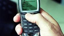 Im Jahr 1999 ist Nokias 7110 das erste Handy der Welt, das über den so genannten Wap-Standard Internetseiten abrufen kann - allerdings noch sehr rudimentär
