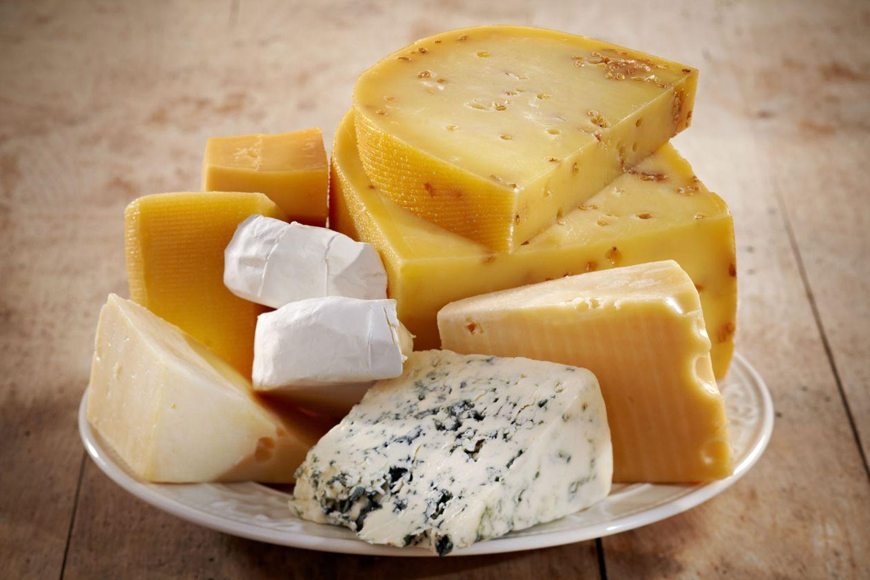 Käse enthält viele Salze, vor allem Kochsalz (Natriumchlorid)