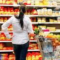 Wer beim Einkaufen, aber auch beim Lagern der Lebensmittel und beim Kochen ein paar Tipps beherzigt, kann leicht dazu beitragen, überflüssige Lebensmittelabfälle zu vermeiden.