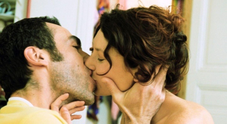 Eine Frage des guten Benehmens: Heiße Küsse sollten während der Arbeitszeit tabu sein