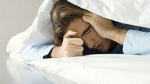 Der Volksmund sagt, dass Männer auch bei kleinen Unpässlichkeiten stark leiden