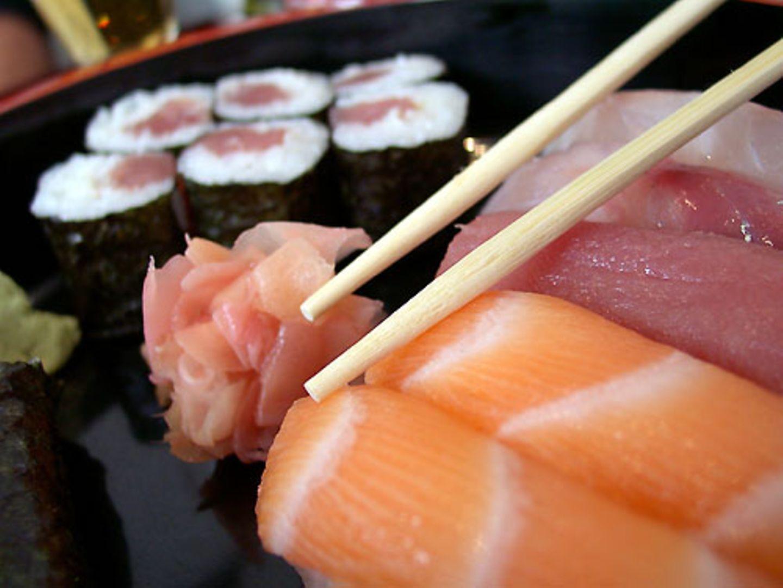 Sushi: Nicht mit den Stäbchen fuchteln!