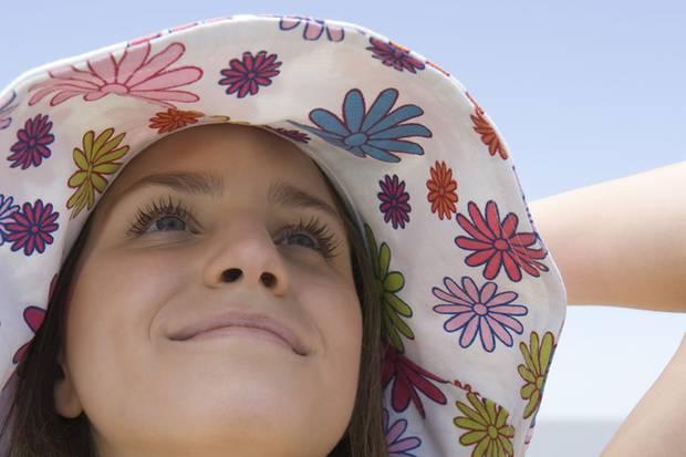 Menschen mit einer Sonnenallergie müssen ihre Haut vor den schädlichen UV-Strahlen besonders schützen