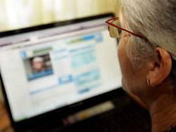 Mit 40 Gigabyte pro Sekunde könnte die Seniorin in zwei Sekunden einen Film herunterladen
