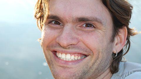 Um ein strahlendes Lächeln zu behalten, lohnt sich oftmals der Abschluss einer Zahnzusatzversicherung