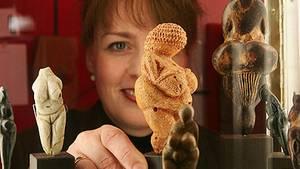 Schon 25.000 v. Chr. haben sich die Menschen für schöne Rundungen interessiert: die berühmte Venus von Willendorf