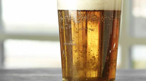 Ein halber Liter Bier am Tag - mehr schädigt nicht nur die Leber, sondern erhöht auch das Krebsrisiko