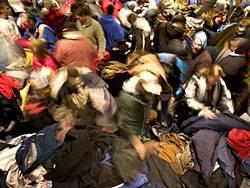 Am Freitag nach Thanksgiving, dem sogenannten Black Friday, stürmen die Amerikaner die Läden, um die ersten Weihnachtsschnäppchen zu machen