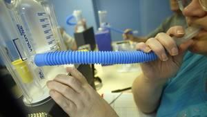 Das Spirometer ist das am häufigsten eingesetzte Gerät, um die Lungenfunktion zu überprüfen