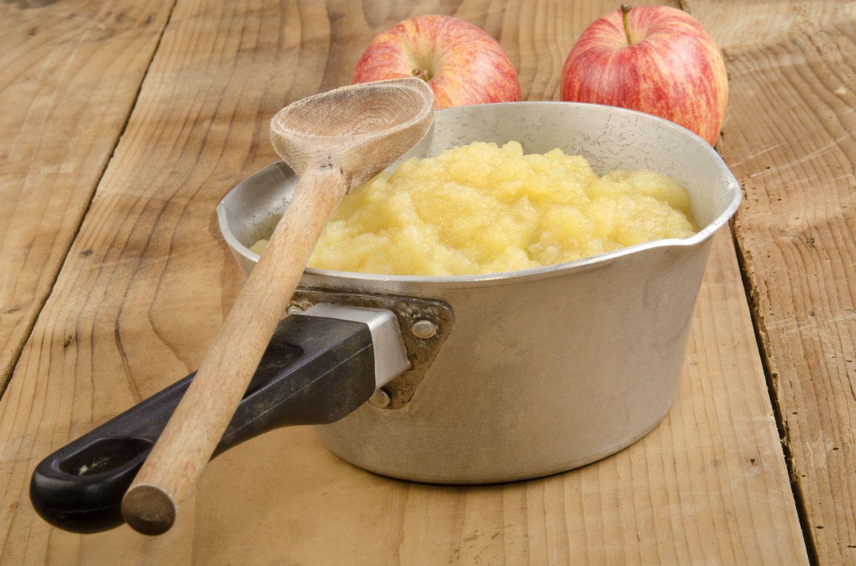 Bei vielen Obstsorten wie Apfel, Birne, Pfirsich oder Aprikose lassen sich die Allergene ausschalten, indem die Früchte mindestens drei Minuten lang gekocht werden. Verträglich sind in aller Regel Obstmus, Marmelade, eingekochte Früchte und Kuchen, bei dem das Obst mitgebacken wurde