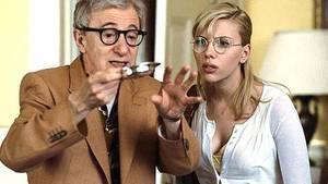 Was wird er als nächstes hervorzaubern? Der Magier Sid Waterman (Woody Allen) kümmert sich väterlich um die junge Amerikanerin Sondra Pransky (Scarlett Johansson)
