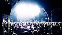 Auch 2006 trotzden mehr als 4000 Fans beim Haldern Pop den widrigen äußeren Bedingungen