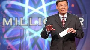"""Günther Jauch beim Moderieren seiner TV-Show """"Wer wird Millionär?""""."""
